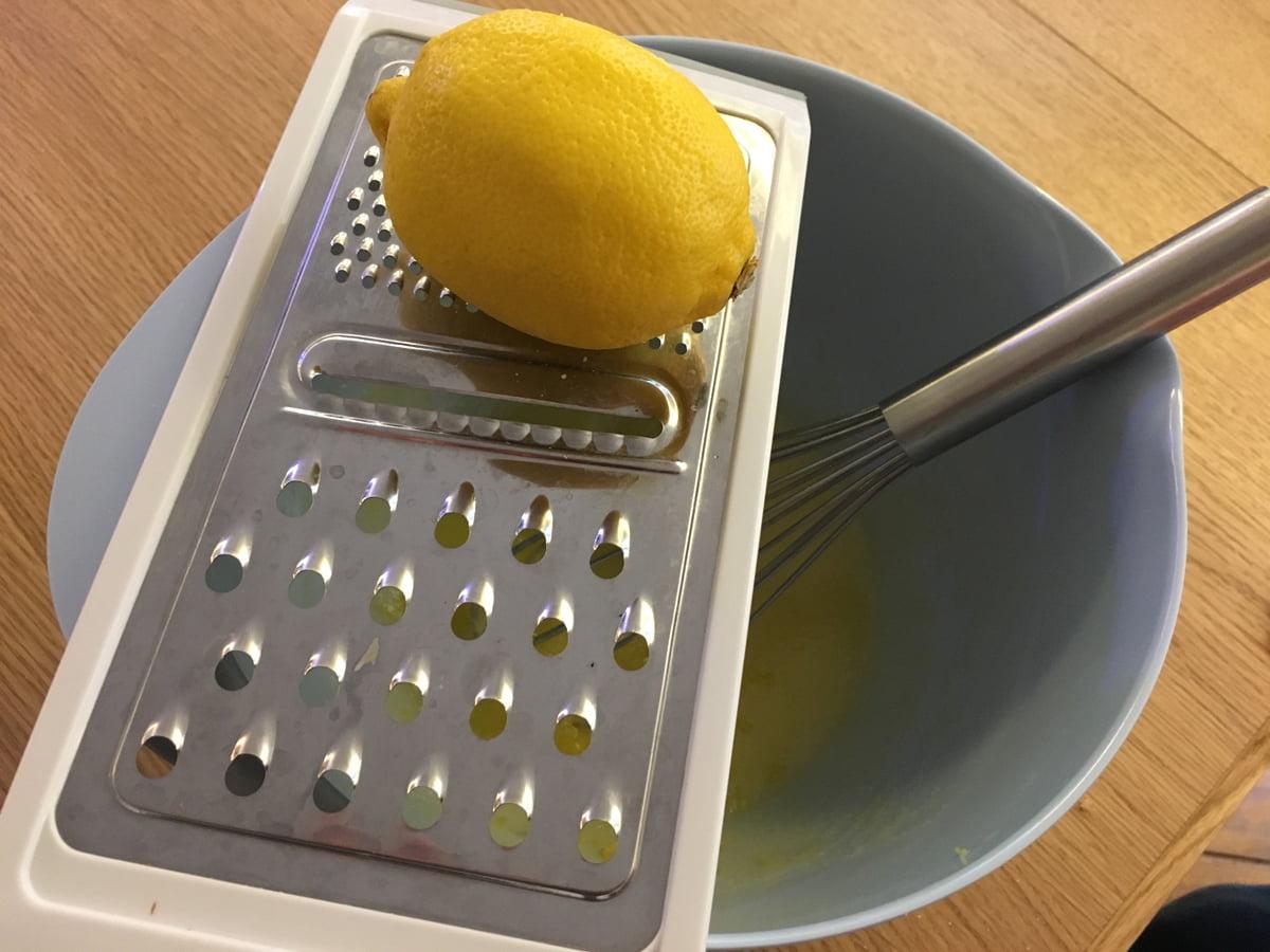 Préparation du cake citron et amandes