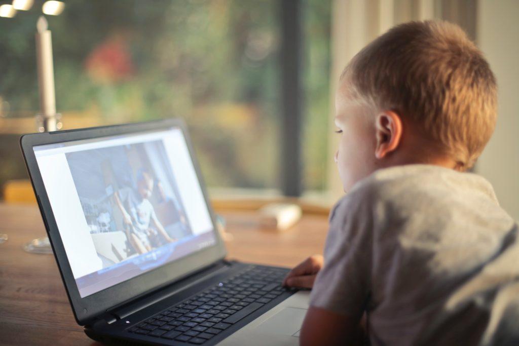 enfant : accro aux écrans